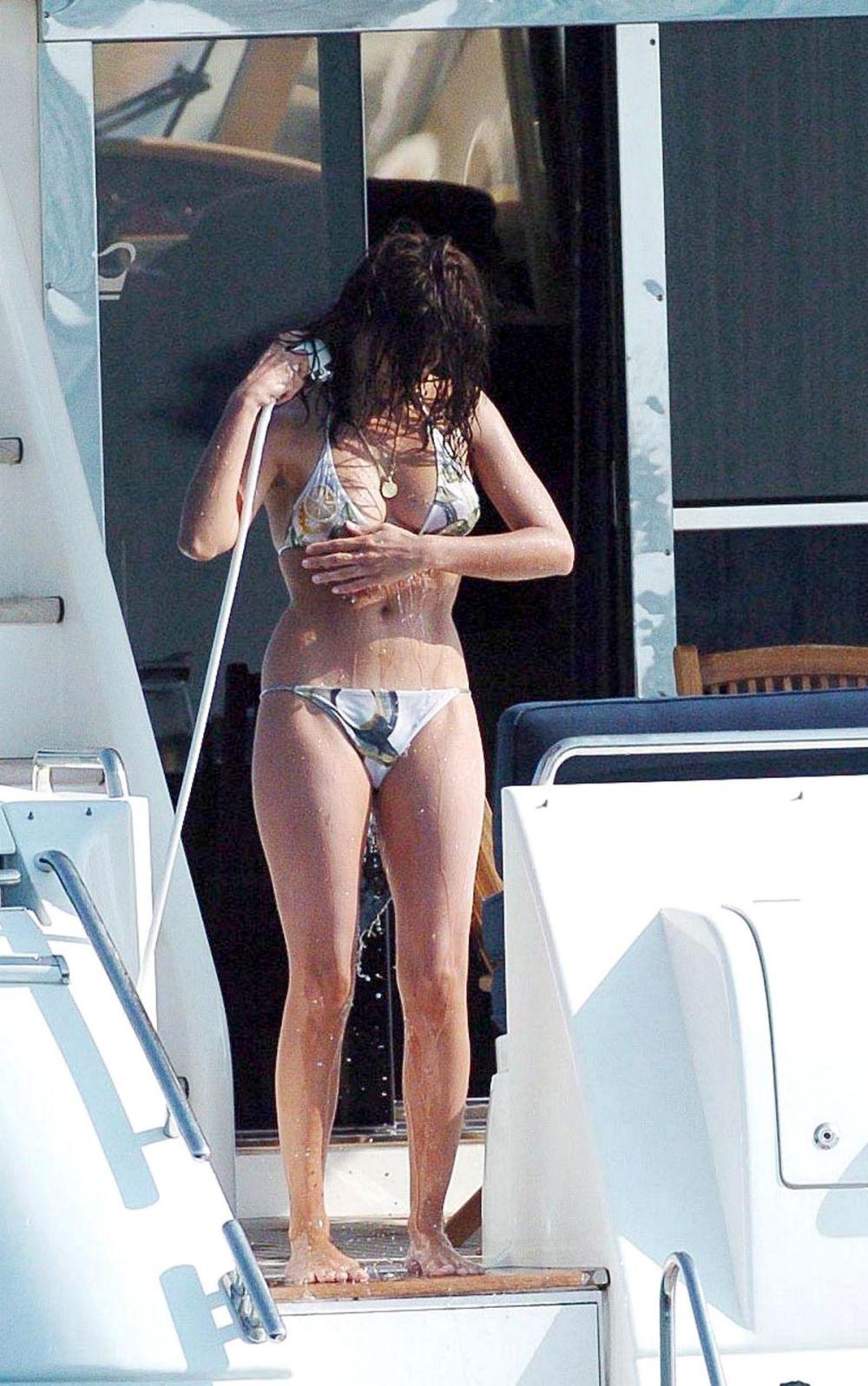 jessica biel nip slip   jennifer aniston nude in the good girl s blog