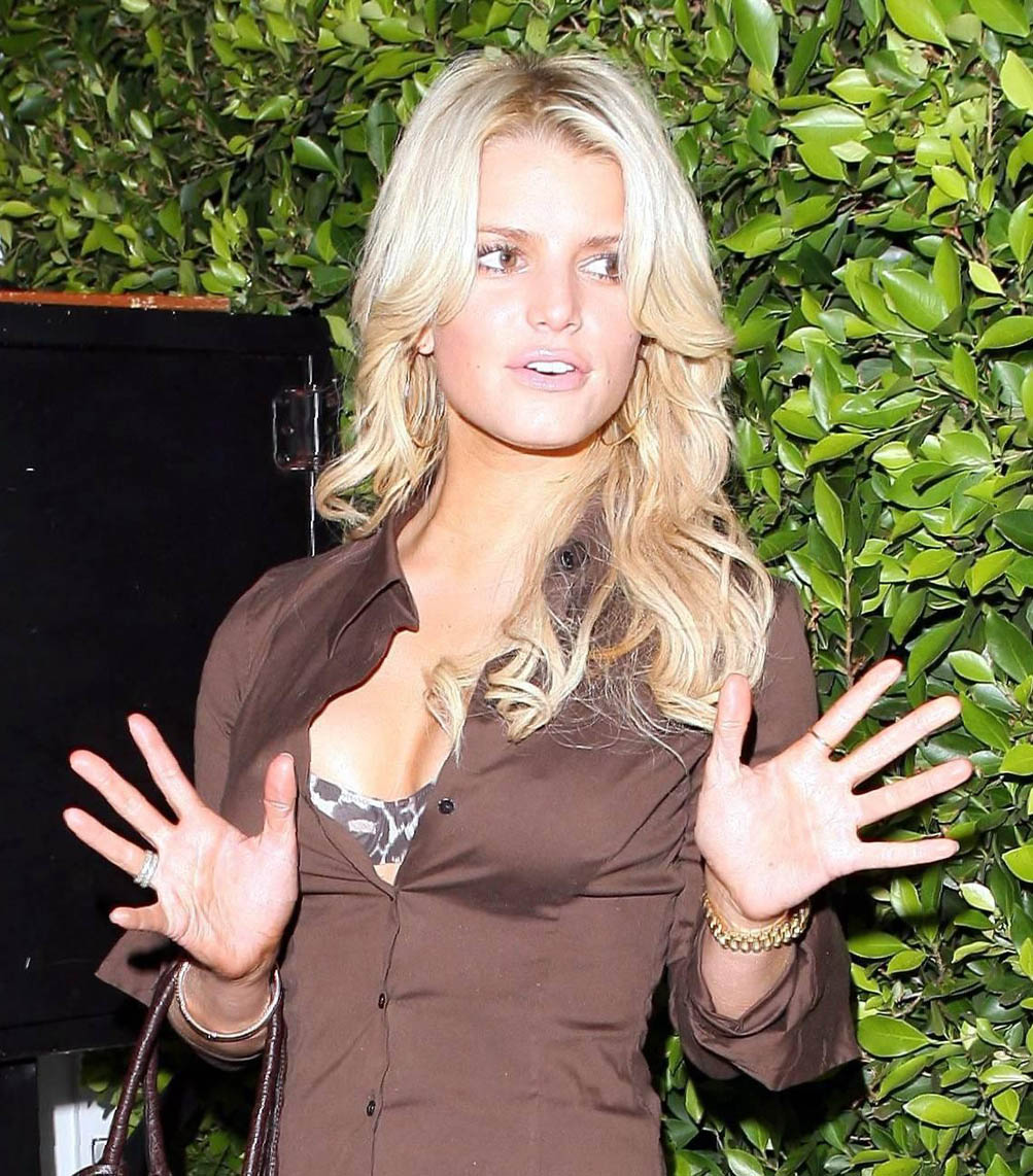 jessica simpson naked exposed